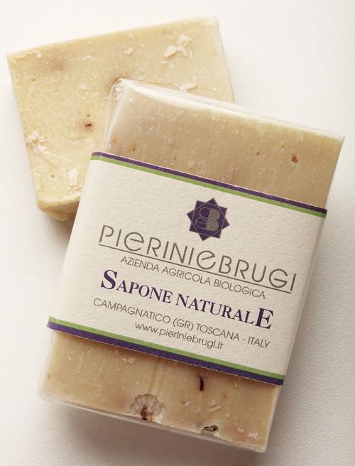 natuurlijke zeep met biologische olijfolie en lavendel